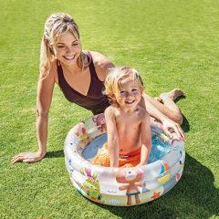 初めてのプールはおうちで楽しく!コンパクトだからベランダでも遊べます。