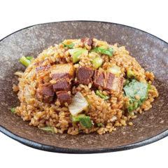 ツヤツヤお肉の贅沢チャーハン!味の決め手は「中国醤油」