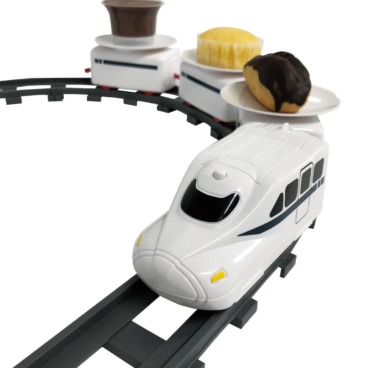 斬新すぎる!「まわる」スイーツ電車がチョコを運んでくるよ!